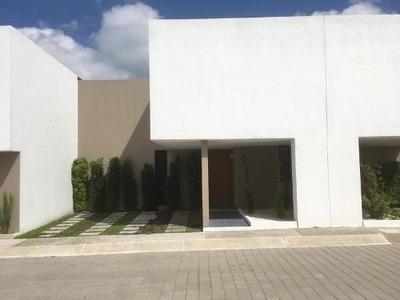 Hermosa Casa Dentro Del Condominio Privado Gran Capricho Juriquilla