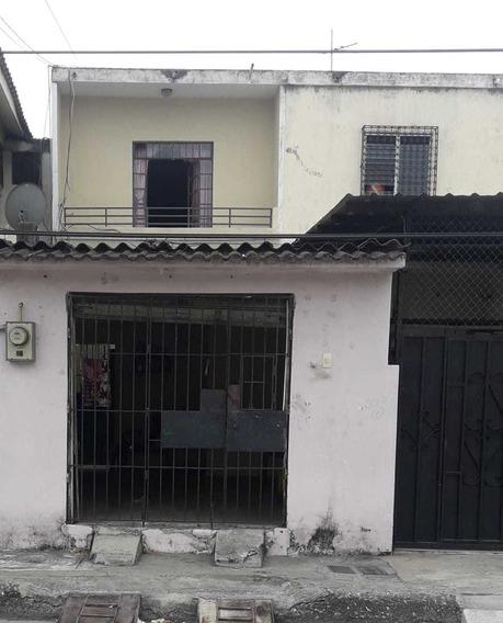 Vendo Amplio Departamento Ubicado En El Barrio Del Seguro