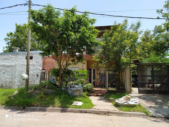 Venta De Casa 4 Ambientes En Dos Plantas. Barrio Libertador