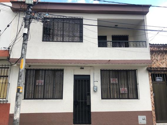 Casa Duplex, Con 3 Baños Completos, Gas Domiciliario,