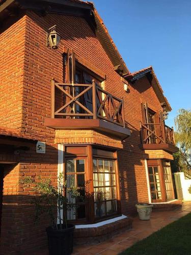Casa En Carrasco Sur, 3 Dormitorios, 3 Baños, Piscina