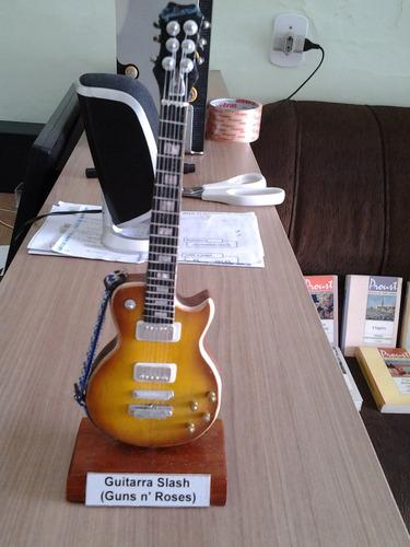 Mini Guitarra Slash. (guns N' Roses)