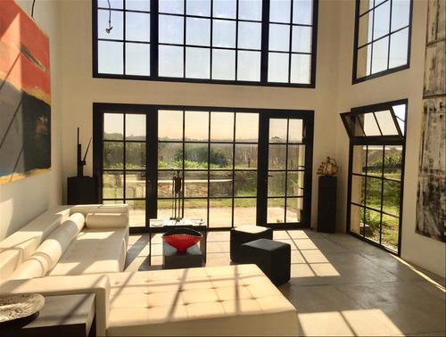 Hermosa Casa Y Terreno Adyacente. 1200 M2 Totales
