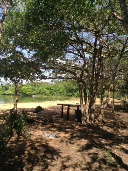 Chácara Beira Lago,mais Vai Até O Lago,não E Só Com Acesso