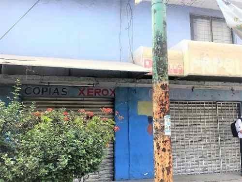 Venta De Amplia Casa Con Locales En Planta Baja Sobre Avenida Transitada