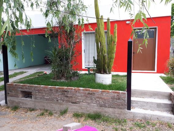Casa A 6 Cuadras De La Playa Y A 15 Del Centro De Colonia