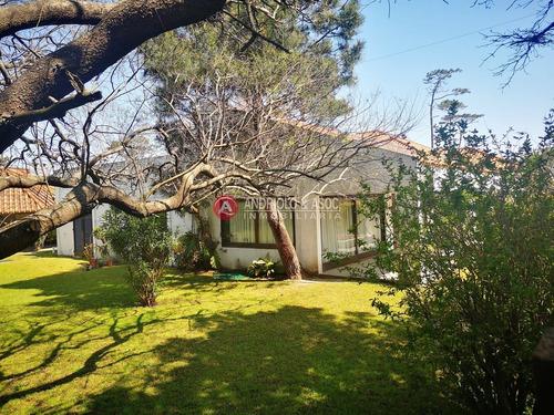 Casa En Punta Del Este,  Playa Mansa, Cerca Del Mar, Venta, Alquiler Anual, Y Temporada- Ref: 6622