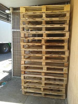 Vendo Pallets Em Madeira Para Móveis De Decorações E Empresa