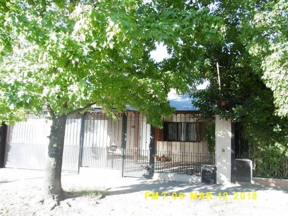 Venta De Casa En Longchamps Centrico.3 Dormit.+2coch+fdo