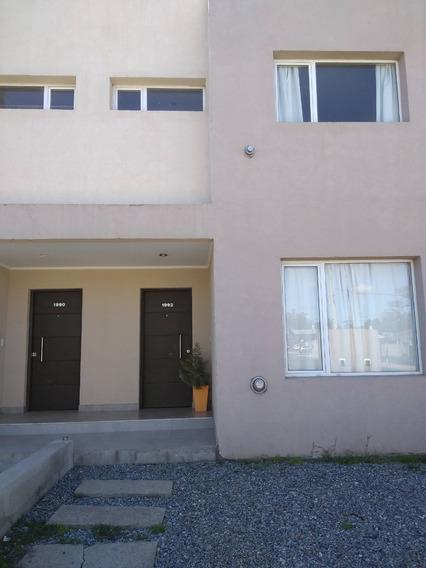 Departamento Dos Habitaciones Con Terreno. Sobre Avenida