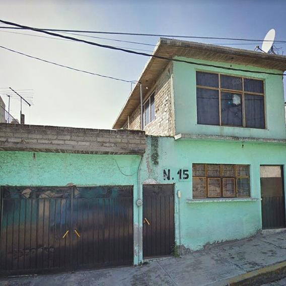 Casa 2 Pisos, 9 Habitaciones, Baño Completo Más Medio Baño