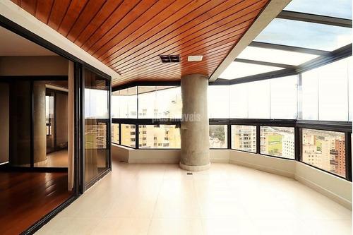 Cinematográfico. Apartamento Espaçoso E Bem Localizado No Panamby. - Pp18391