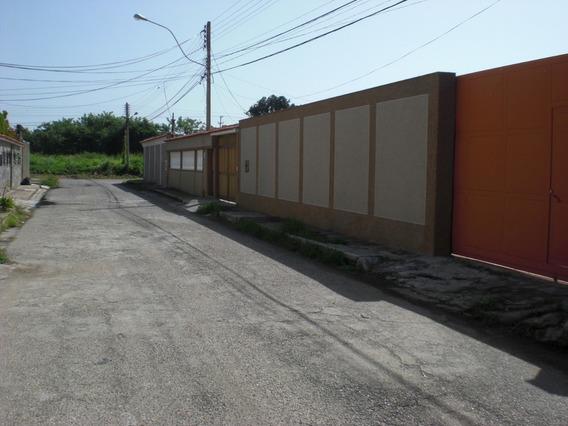 Casa A Remodelar, Amplio Terreno Completamente Perimetrado