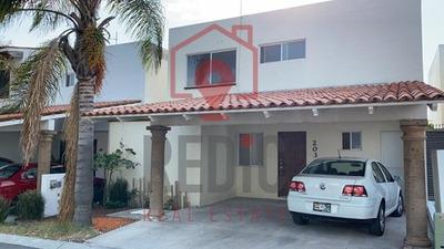 Casa En Renta De 3 Ahb. Con Amplio Jardín En Juriquilla