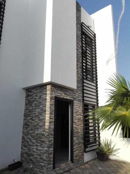 Se Renta Casa En Playa Del Carmen.4 Recamaras A/a, Sala, Etc