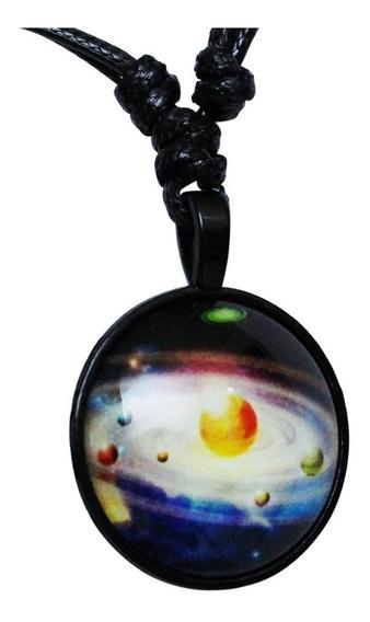 Colar Masculino Pingente Nebulosa Fluorescente Brilha Escuro