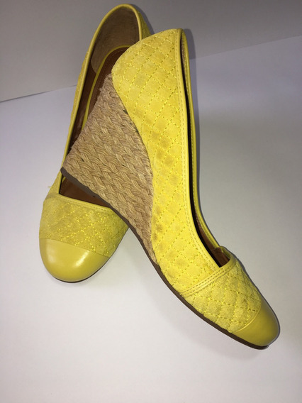 Sapato Amarelo Fechado Salto Alto