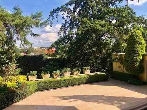 Casa Con Espectaculares Jardines En Parques De La Herradura