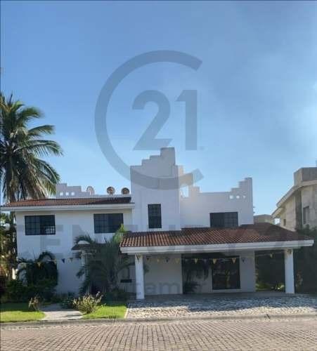 Residencia De 2 Niveles En Renta, Fracc. Lagunas De Miralta, Altamira, Tamaulipas.