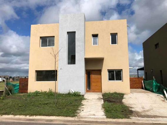 Hot Sale - Casa De 3 Dormitorios En Vila Marina 1
