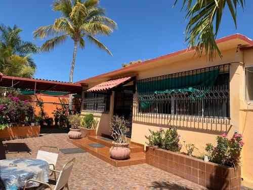 Casa Con Bungalows En Venta, Calle Norte. Col Puesta Del Sol. La Paz, B.c.s.