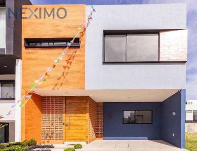 Casa Con Recámara Y Baño En Planta Baja A La Venta, Zapopan, Jal.