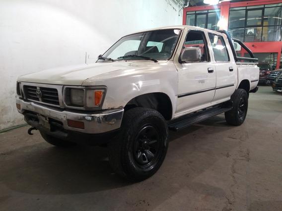 Toyota Hilux 4x4 D/cab. Sr5 Con Pocos Detalles