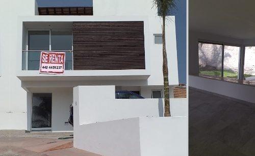 Se Renta Hermosa Casa En Vista Real, 3 Recamaras 3.5 Baños, Jardín, Estudio..