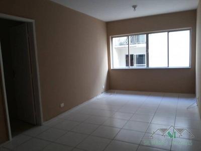 Apartamento- Petrópolis, Centro - L1946