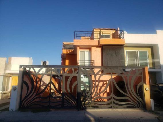 Casa En Renta En Privada, A Un Lado De Plaza Citadina, Corregidora