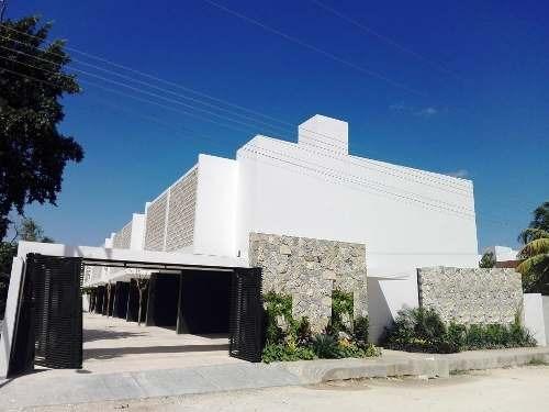 Townhouse En Venta En Montes De Ame, Privada. Thv-5130