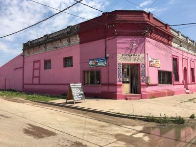 Casa 4 Dormitorios + Local Comercial