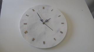 Reloj En Piedra Marmol. Medidas 33cm Diam. Color Blanco