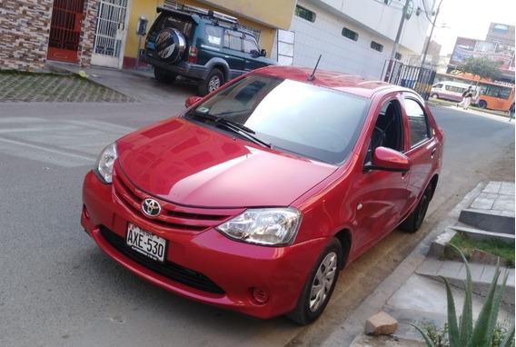 Traspaso Toyota Etios 2017 Rojo