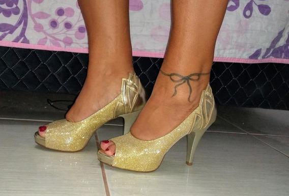 Lindo Sapato Marca Hellen Suzan, Dourado. Número 37