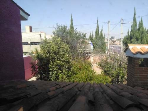 Amplia Casa Con Amplios Jardines, Arboles Frutales, Muy Iluminada