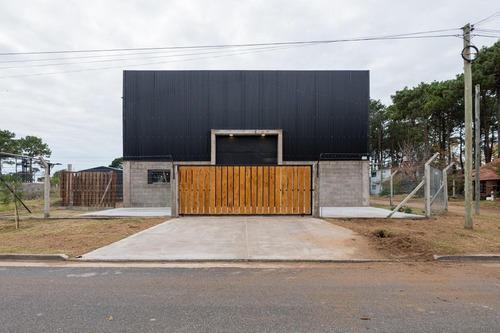 En Venta Galpon Comercial Industrial Guarderia Distribuidora Deposito  Pinamar Ostende