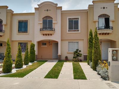 Casa 3 Recámaras, 2 Baños Completos Y Medio, Cocina Integral