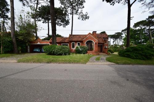 Casa Con Piscina Muy Cómoda, Ideal Para Veranear!!- Ref: 185