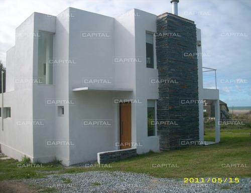Muy Buena Casa En Venta En Punta Piedras, Manantiales.- Ref: 25371