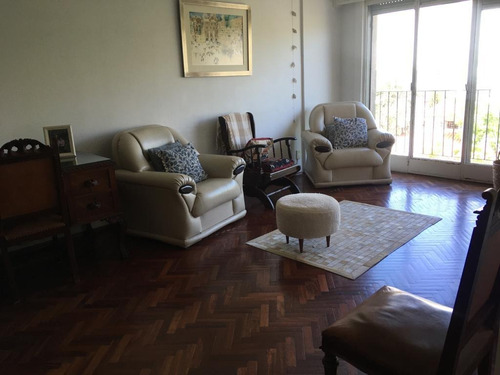 Sólido Apartamento Con Amplios Ambientes Y Muy Buena Terraza