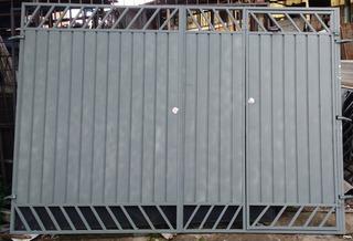 Portao De Garagem Novo De Ferro Medida 2.40 Largura Por 2.00