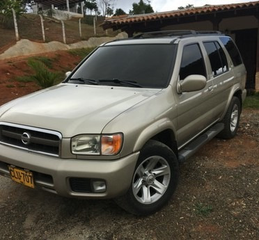 Nissan Pathfinder Delux Ful Automatica
