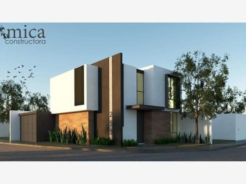 Casa Sola En Venta Zona Residencial Al Norte De Colima; Por Av. Diamantes Y Venustiano Carranza