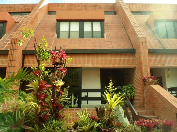Town House, En Venta, Altos De La Trinidad, Caracas 20-7455