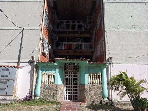 En Venta Cómodo Apartamento En Los Samanes 04144940917