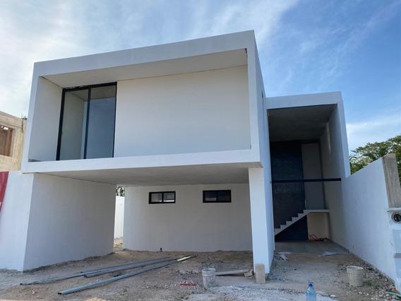 Moderna Casa En Privada, En El Corredor Conkal