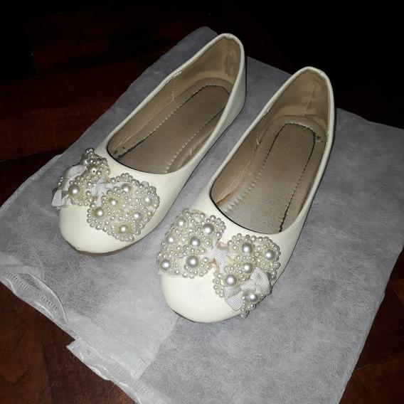 Guillerminas. Color Crema Moño C/perlas. N°34