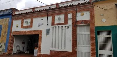 Casa En Venta Centro Valencia Carabobo Cod 18-10858 Dm