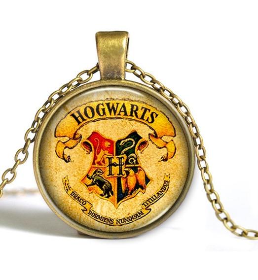Colar Brasão Hogwarts - Cor Ouro Envelhecido